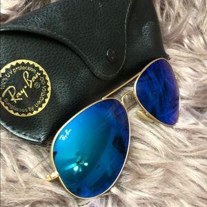 Like new, aviator large blue shades
